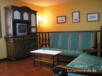 TURISMO VERDE HUESCA. Casa Azón de Olivan
